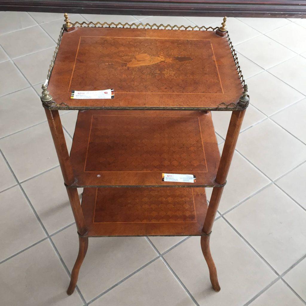 Armadi angolari classici for Vendita mobili esposizione